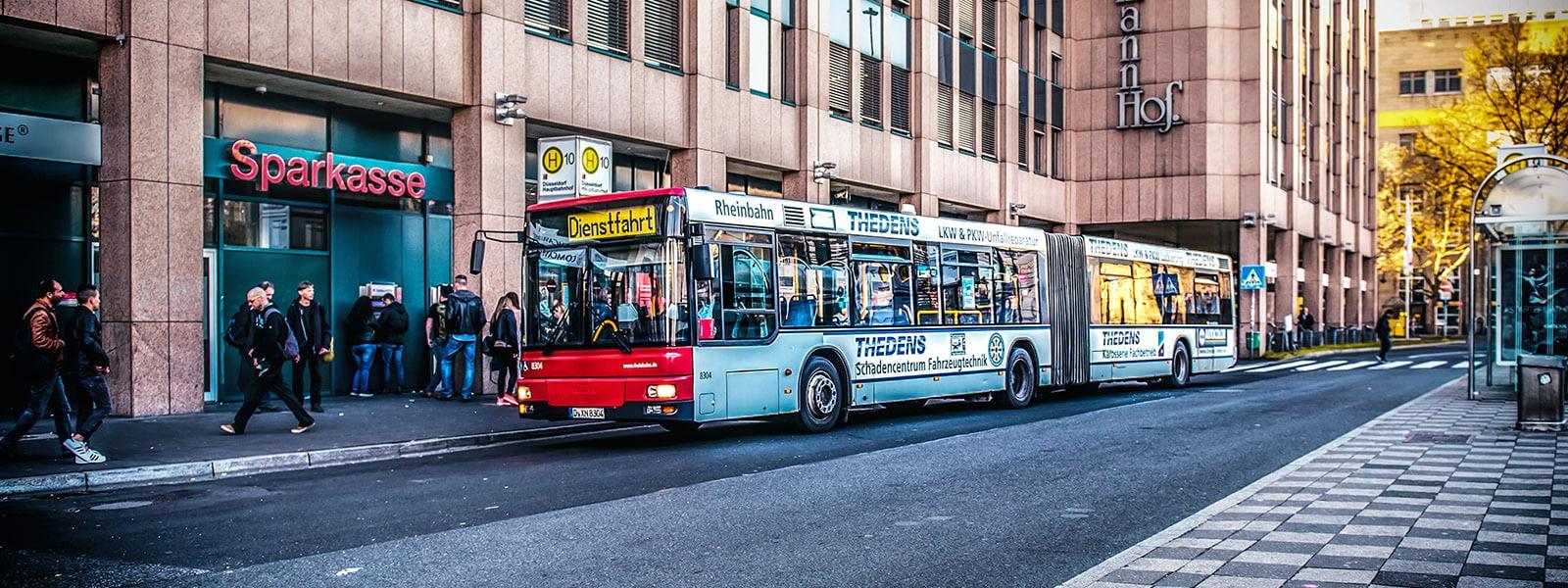 Duesseldorf-Buswerbung-Ganzgestaltung