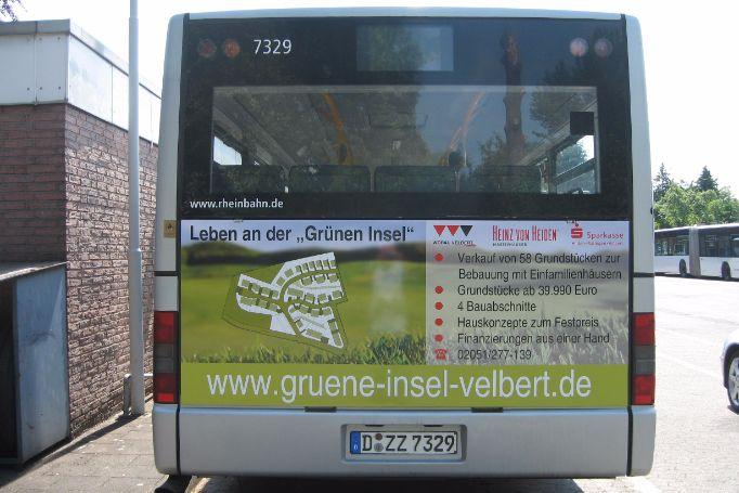 Duesseldorf-Heckflaeche-Gelenkbus-Buswerbung