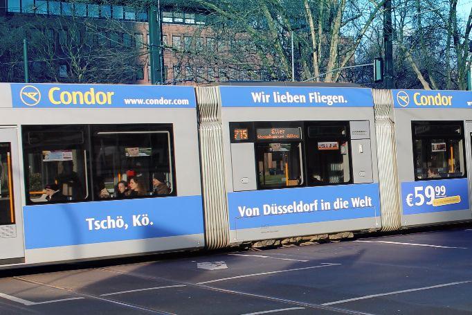Duesseldorf-Teilgestaltung-mit-Dachrand-Bahnwerbung
