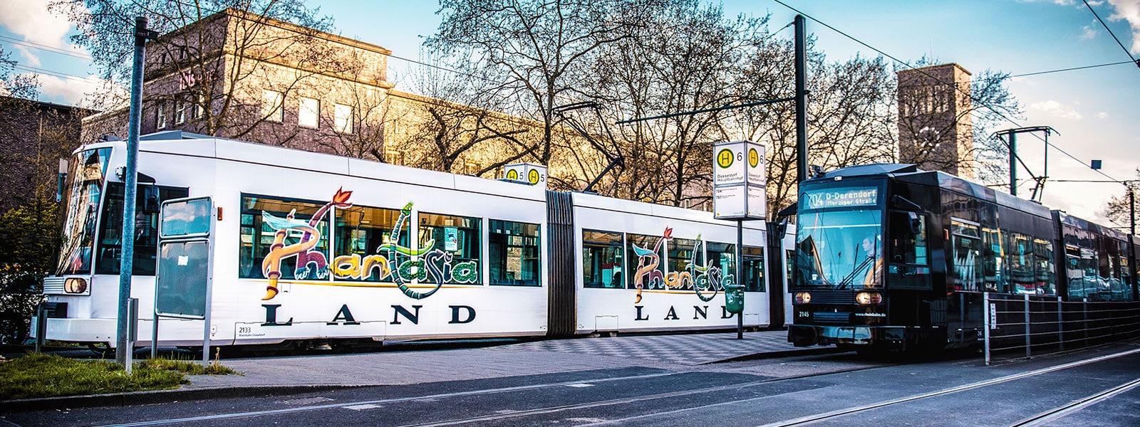 Duesseldorf-Verkehrsmittelwerbung-Bahn-Werbung