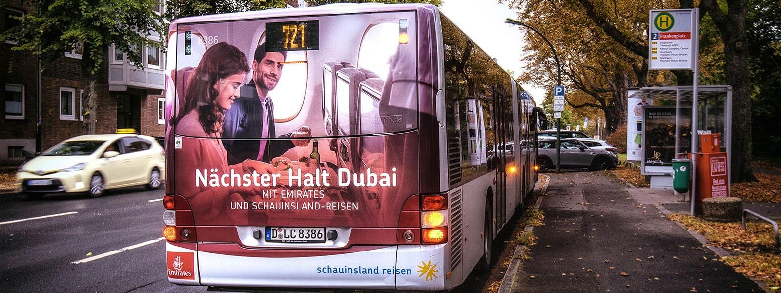 Duesseldorf-Verkehrsmittelwerbung-Bus-Heckflaechenwerbung