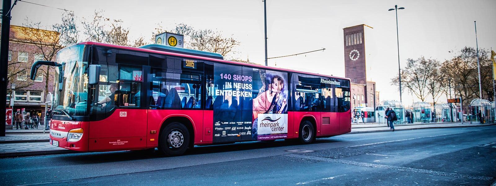 Duesseldorf-Verkehrsmittelwerbung-Bus-Traffic-Board