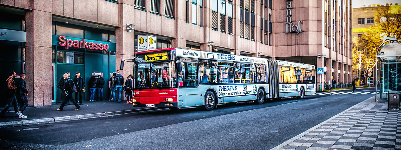 Leverkusen-Buswerbung-Ganzgestaltung