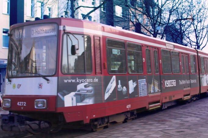 Leverkusen-Teilgestaltung-Strassenbahn-Verkehrsmittelwerbung