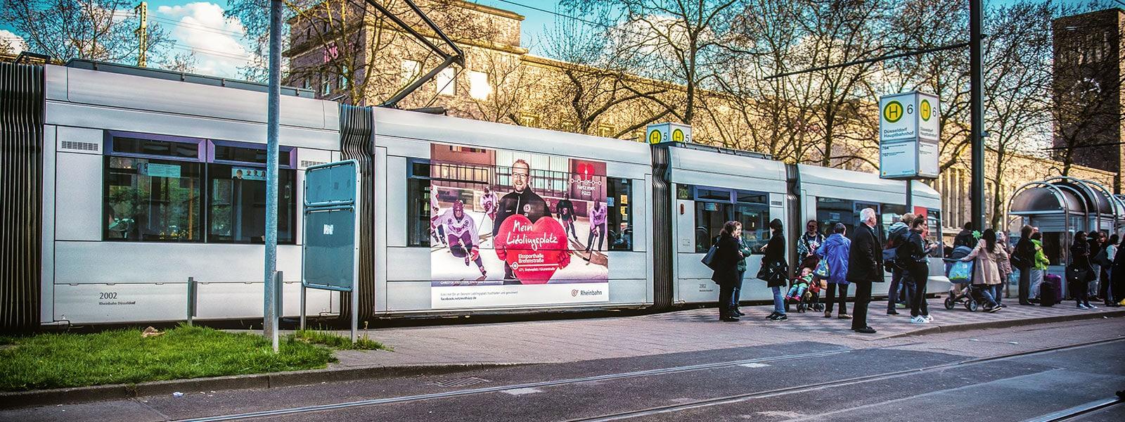 Leverkusen-Verkehrsmittelwerbung-Bahn-Traffic-Board