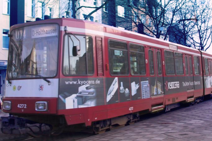 Neuss-Teilgestaltung-Strassenbahn-Verkehrsmittelwerbung